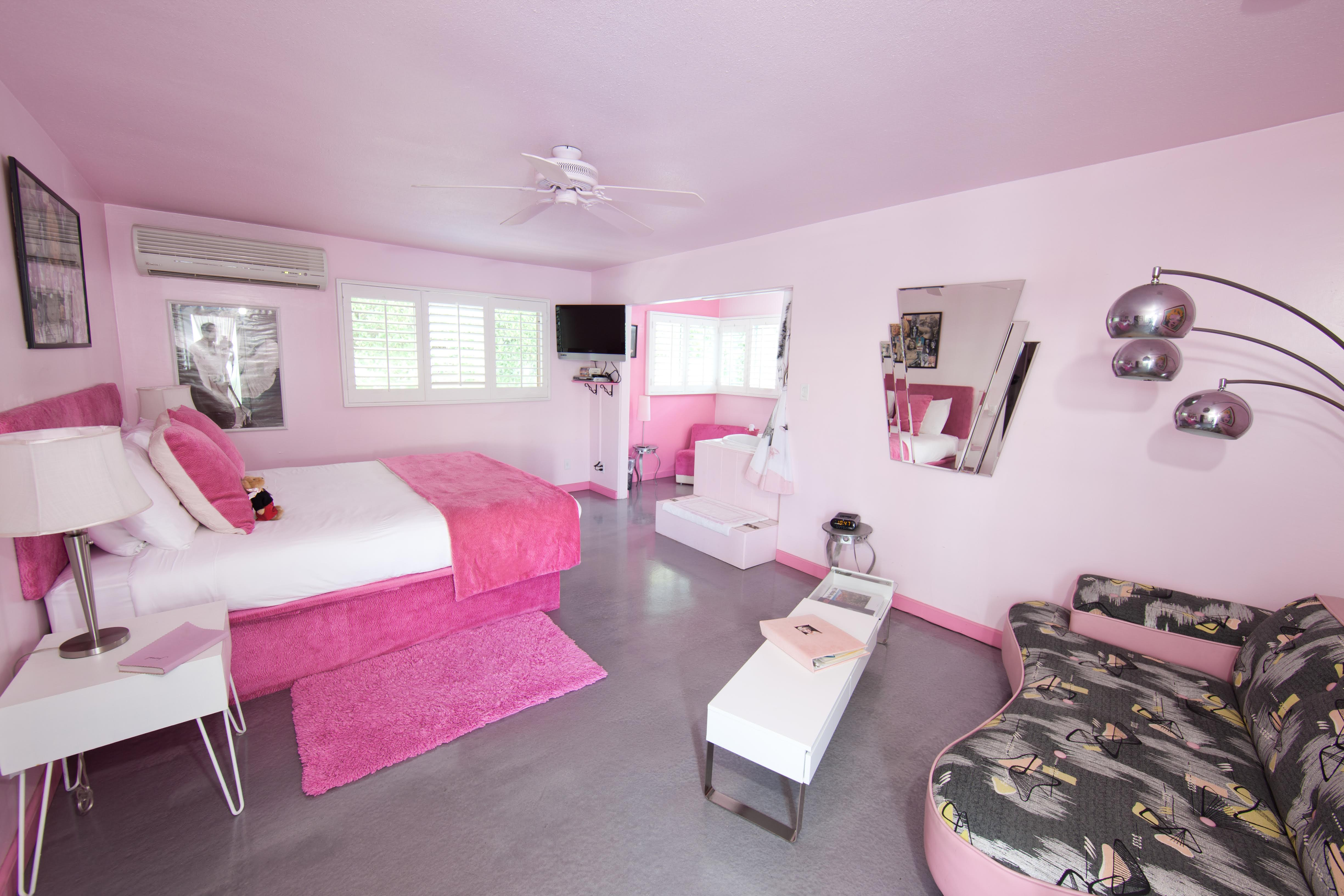 Pretty in Pink themed room at the Palm Springs Rendezvous hotel. Pink it is!